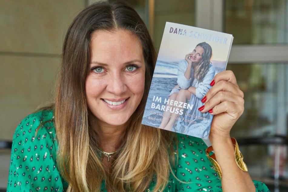 """Am 6. November erschien ihr Buch """"Im Herzen barfuß"""", in dem Dana auch von Ehe mit Til Schweiger erzählt."""