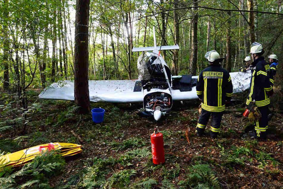 Der Flieger war nach dem Crash nur noch Schrott.