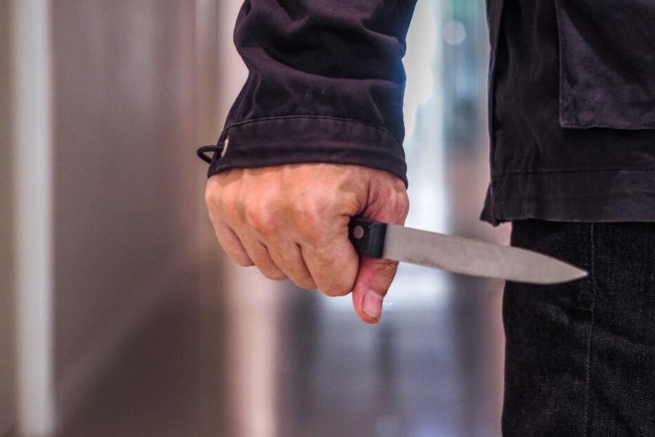 Mit Messer auf Ehefrau eingestochen: Tatverdächtiger Ehemann schweigt zu Vorwürfen