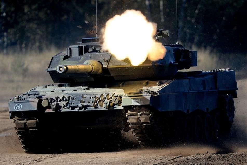 Wer in das Kanonenrohr eines Leopard 2 schaut, überlegt sich zweimal, ob er eine deutsche Patrouille angreift. So wird das Abschreckungspotential des Panzers beschrieben.