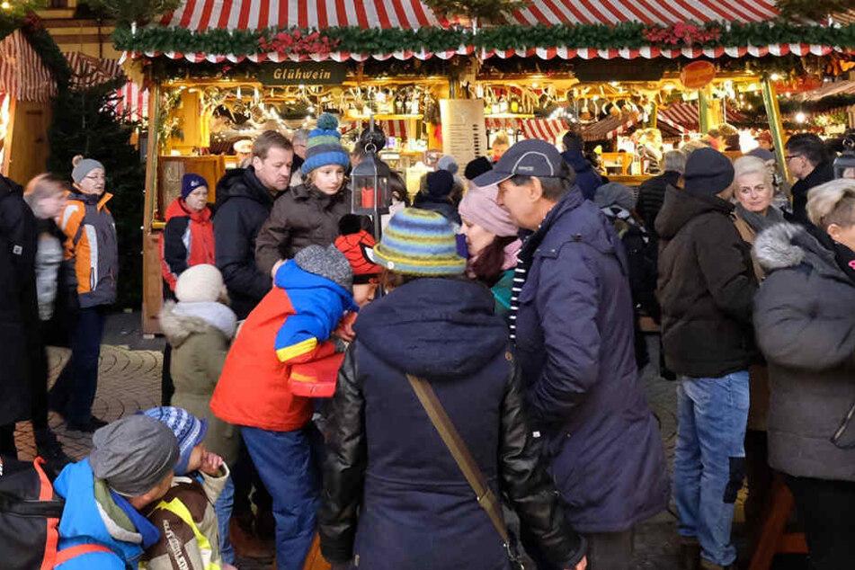 Besucheransturm! So viele Menschen waren schon auf dem Weihnachstmarkt