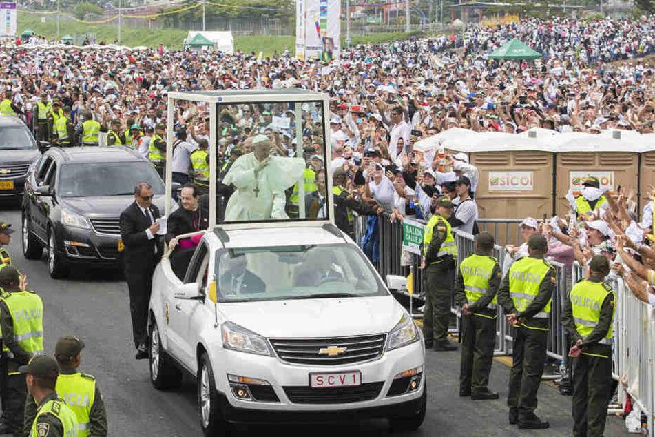 Der Papst ist gerade auf Kolumbien-Reise. In Cartagena musste sein Papamobil stark bremsen.