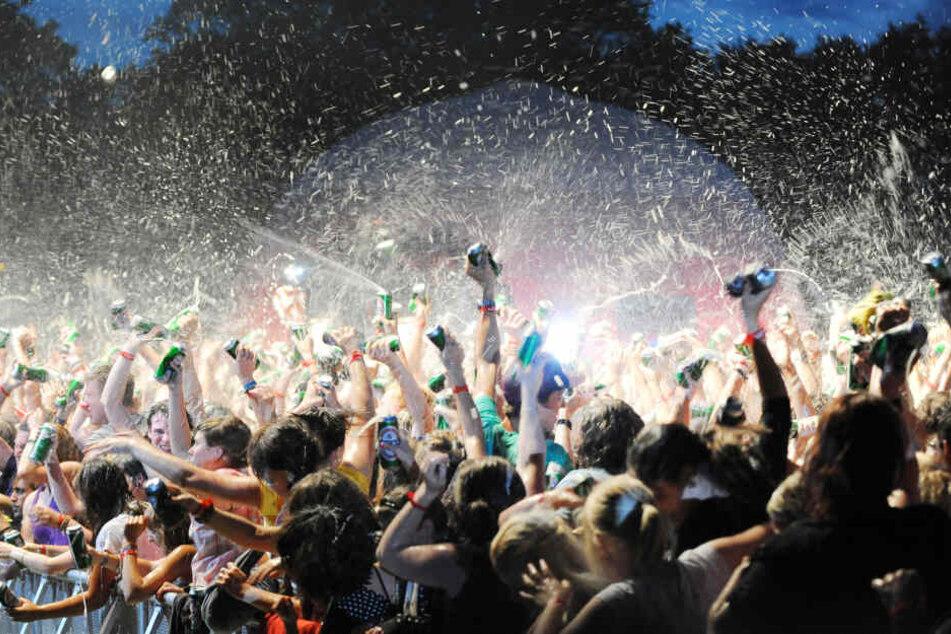 Beim Juicy Beats Festival im Westfalenpark in Dortmund gab es eine gigantische Bierdusche! Was bringt wohl die neue Tour?