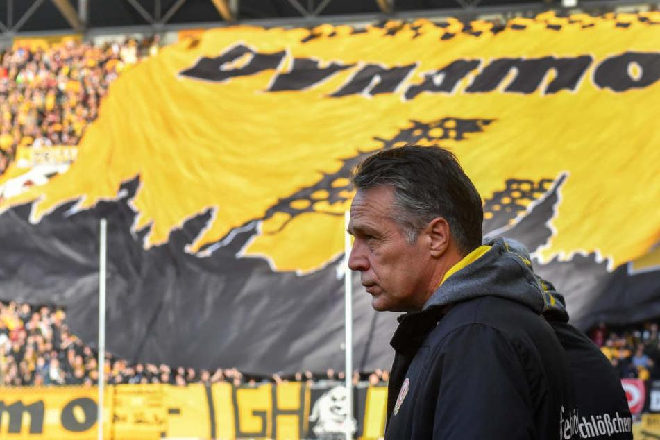 Der Dresdner K-Block! Mit diesem im Rücken wollen die Jungs von Coach Uwe Neuhaus den 1. FC Unio Berlin in die Knie zwingen.
