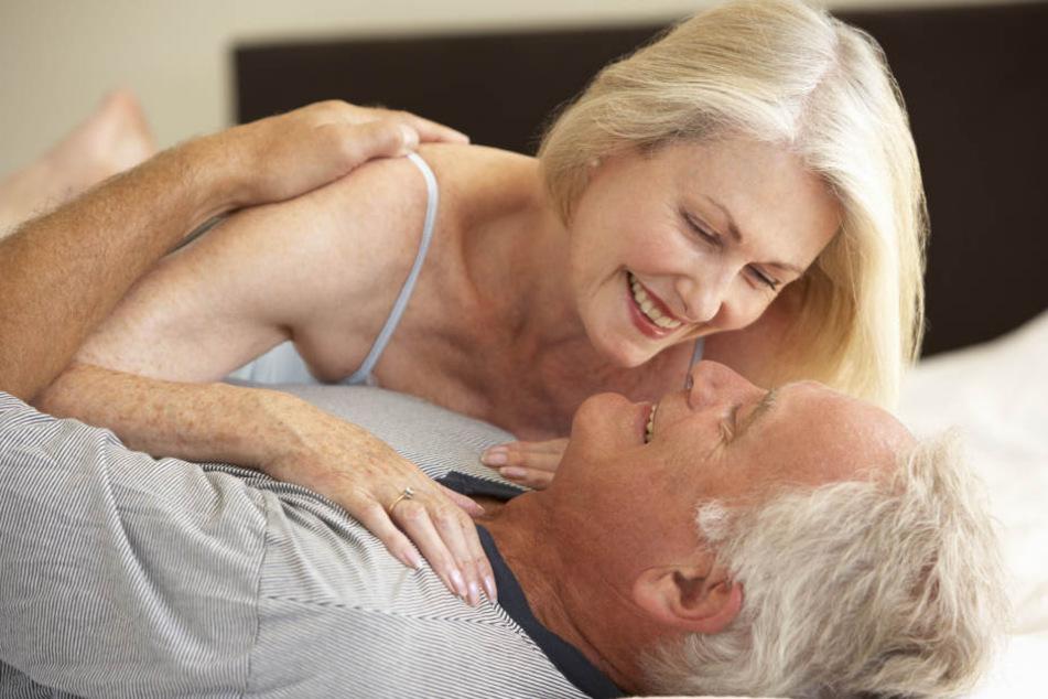 Im Alter geht's erst richtig rund! Ab 60 soll der Sex laut einer amerikanischen Umfrage erst richtig gut werden.