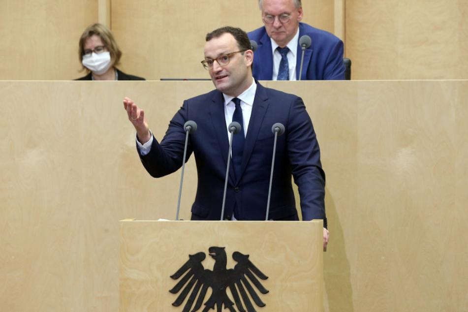 Jens Spahn (40, CDU), Bundesgesundheitsminister, nimmt an einer Sondersitzung im Bundesrat teil und hält eine Rede.