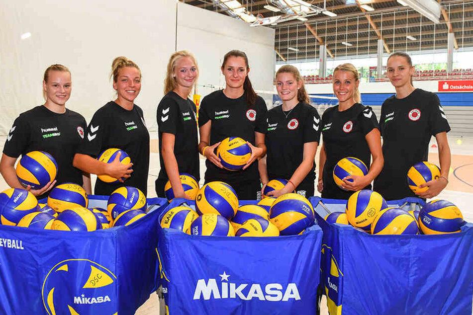 Sieben Volleyballerinnen standen bei den Schmetterlingen zum Trainingsauftakt parat.