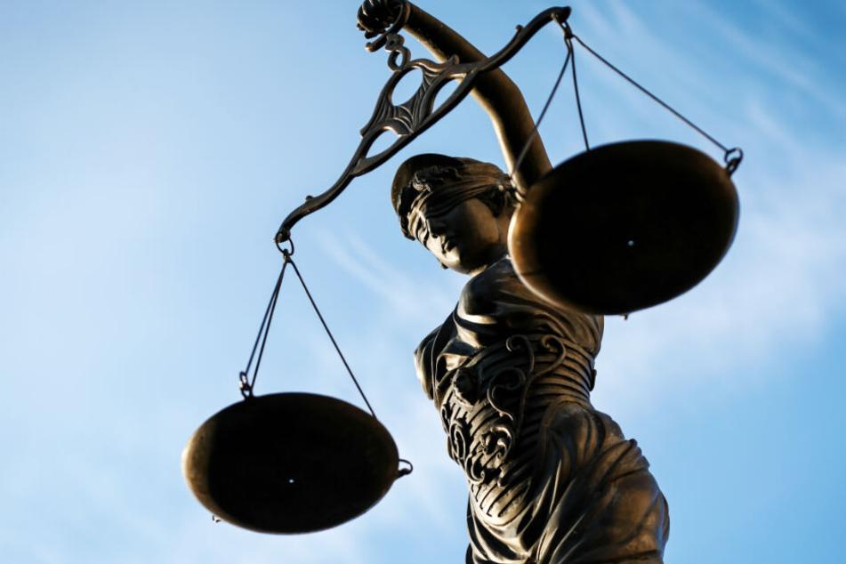 Vor dem Landgericht soll am Donnerstag das Urteil verkündet werden. (Symbolbild)