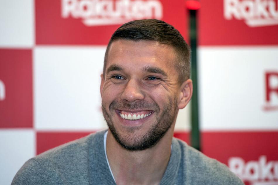 Lukas Podolski (33) freut sich über den Aufstieg des 1. FC Köln.