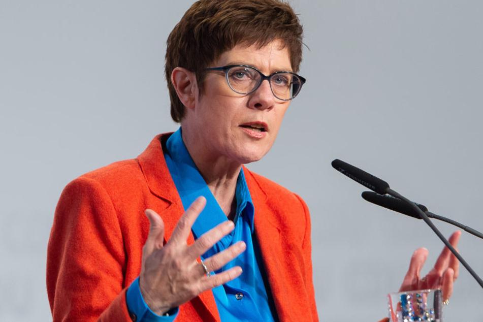 Annegret Kramp-Karrenbauer (56) liegt laut RTL/n-tv-Trendbarometer derzeit im Rennen um den CDU-Vorsitz vorne.