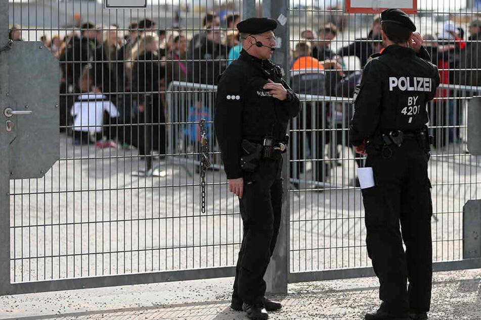 Die Polizei in NRW will die Sicherheit für Veranstaltungen überprüfen. (Symbolbild)