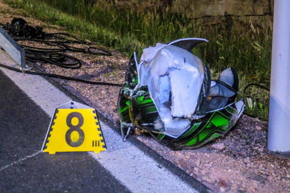 Der Helm zerbrach bei dem Aufprall.