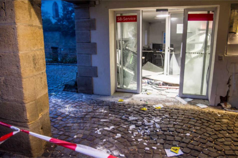 Geldautomat in die Luft gesprengt: Über 100.00 Euro Schaden!