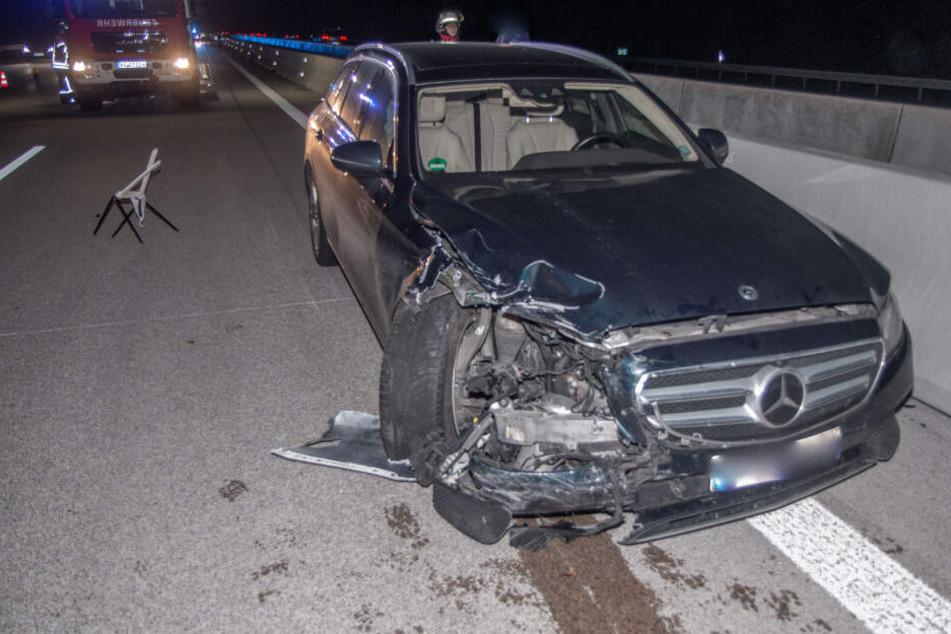 Ein Blick auf den Schaden am Mercedes.
