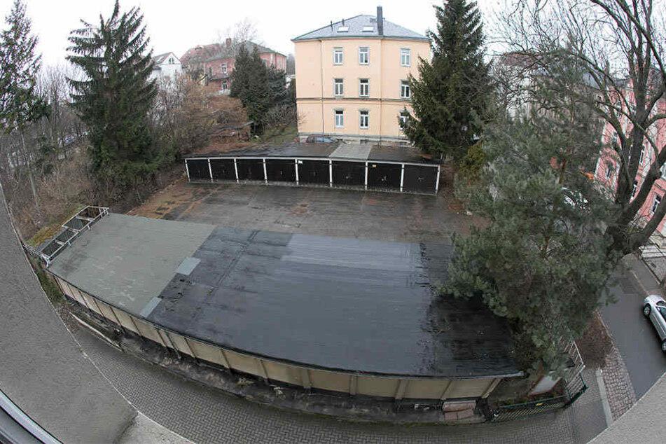 Stimmt der Rat den Plänen der Stadtverwaltung zu, müssen die Garagen an der Ockerwitzer Straße 23 einem Woba-Neubau weichen.