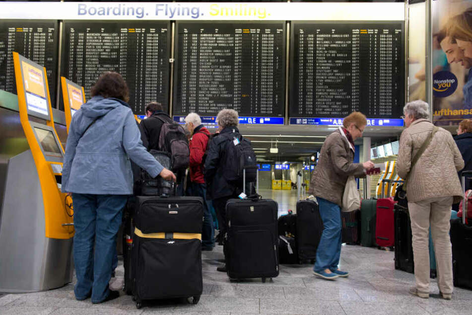 Sicherheitspersonal stoppt Mann mit Handgranate im Bauch am Flughafen