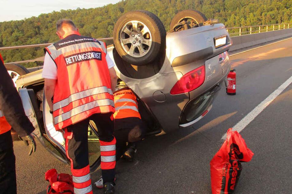Feuerwehr und Rettungsdienst versorgten die verunfallten Personen.