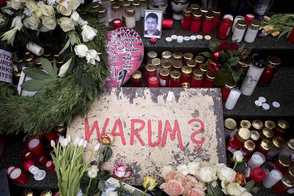 Blumen und Kerzen: Nach dem Anschlag kamen viele Menschen zum Breitscheidplatz, um den Opfern des feigen Anschlags zu gedenken.