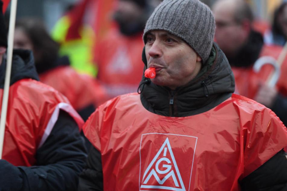 Teilnehmer bei einem 24-Stunden-Streik. (Symbolbild)