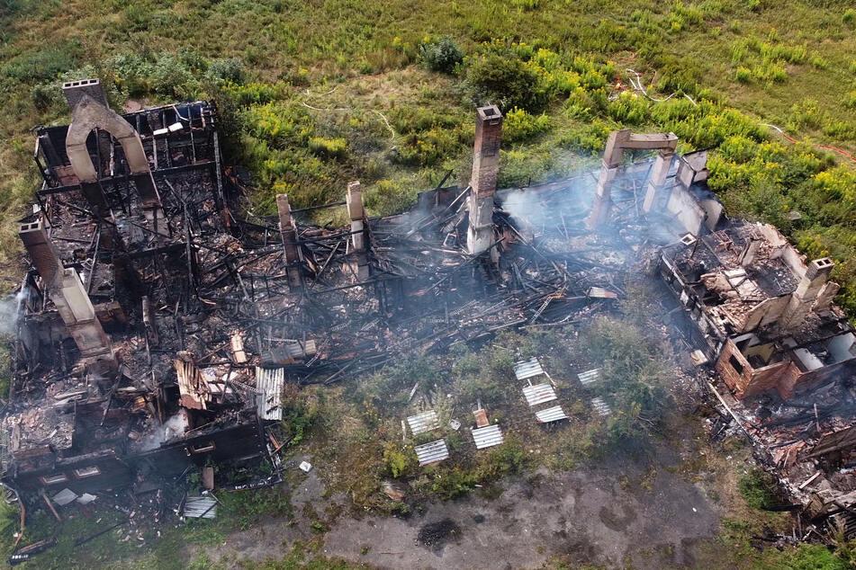 Großbrand im Erzgebirge! Ehemaliges Ferienheim abgefackelt
