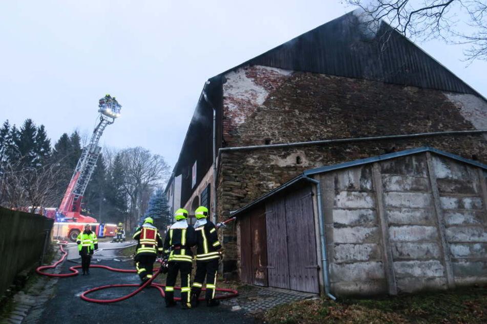 Chemnitz: War es Brandstiftung? Scheune brennt im Erzgebirge