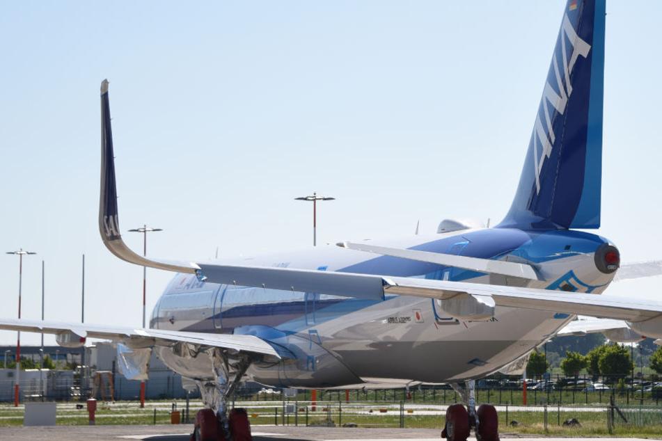 Der A320neu steht ohne Triebwerk auf dem Firmengelände.