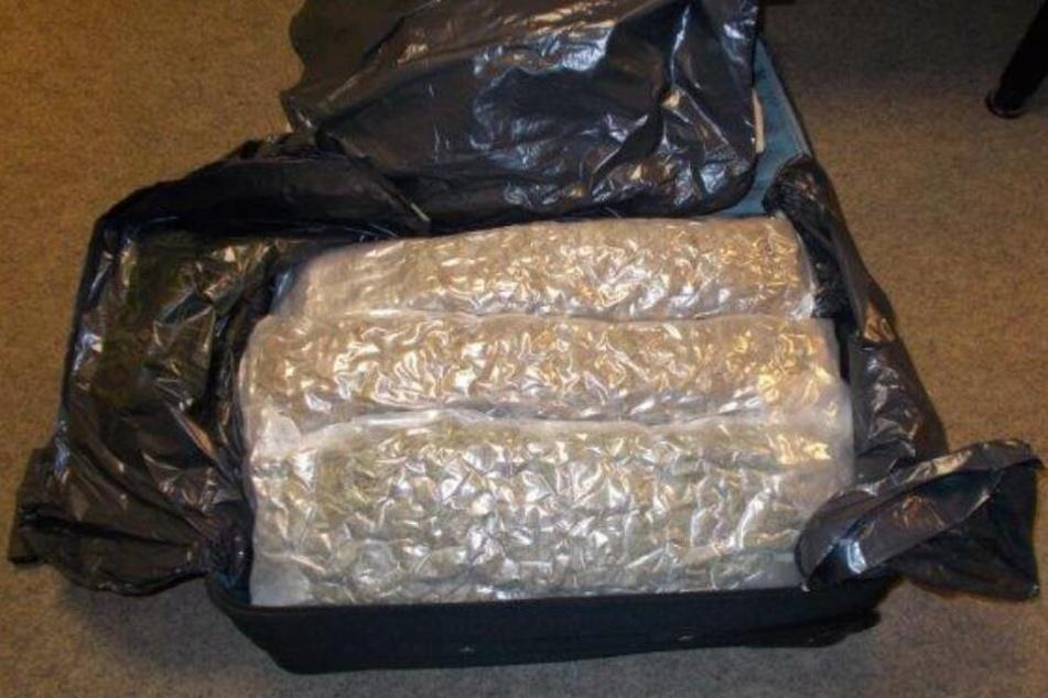 8 Kilogramm Marihuana fanden die Zöllner in einem Koffer im Kofferraum.
