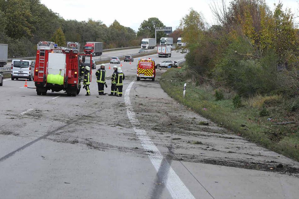Nach dem Unfall mussten zeitweise zwei Fahrstreifen der A4 gesperrt werden.