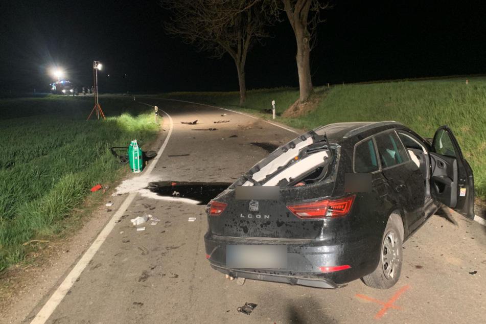 Tödlicher Unfall: Auto mit drei Männern prallt gegen Baum