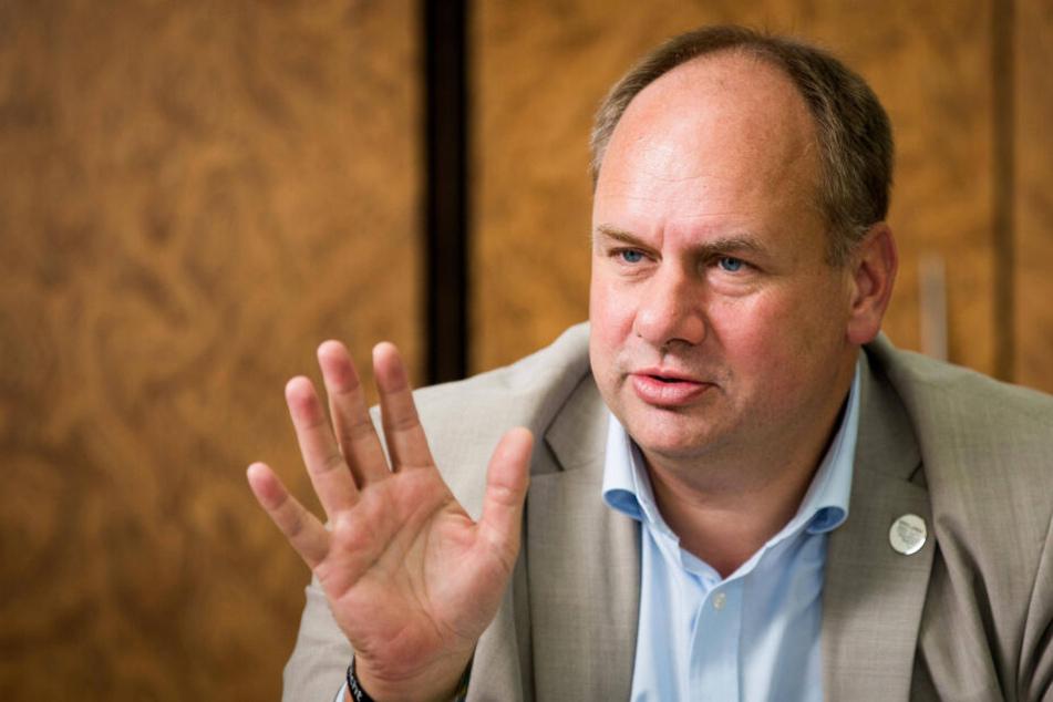OB Dirk Hilbert (47, FDP) wollte das Gerücht um eine mögliche Personal-Rochade am Donnerstag nicht dementieren.