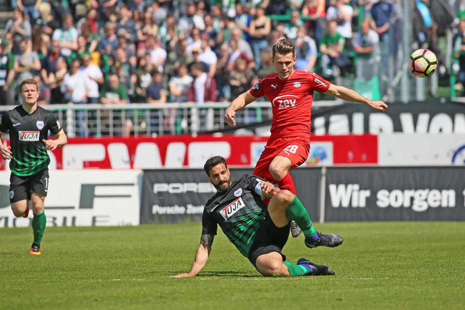 Nils Miatke gegen den Münsteraner Adriano Grimaldi.