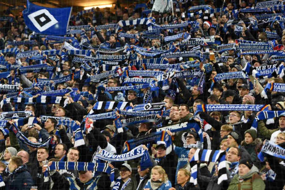 Die Fans des Hamburger SV feierten nach Spielende den Sieg ihrer Mannschaft.