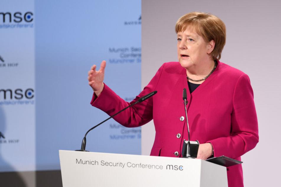 Bundeskanzlerin Angela Merkel (CDU) spricht am zweiten Tag der 55. Münchner Sicherheitskonferenz.