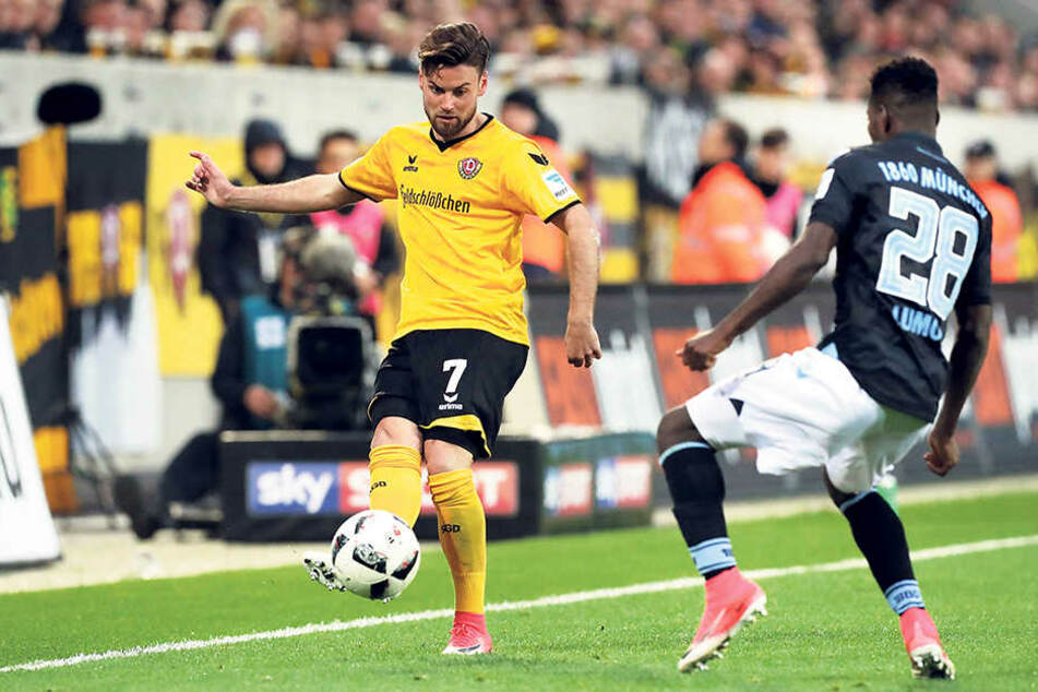 Niklas Kreuzer (l.) versucht hier, gemeinsam mit Aias Aosman (r.) den Münchener Levent Aycicek zu stoppen.