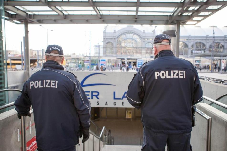 Gleich drei Personen nahm die Polizei am Hauptbahnhof fest.
