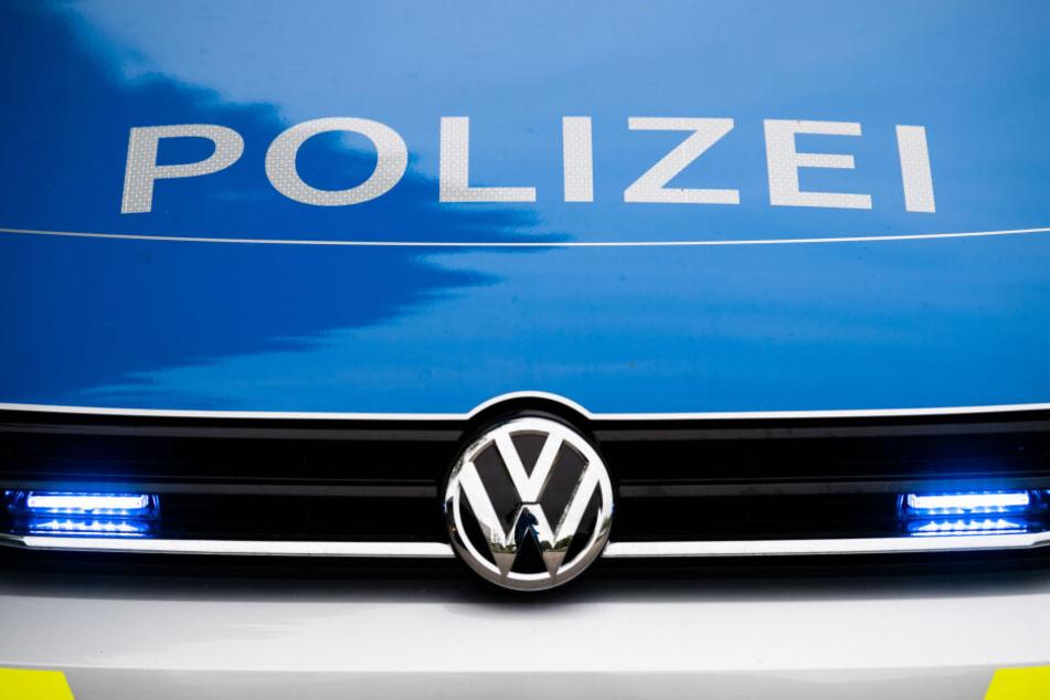 Die Polizei nahm die Anzeige des Ehepaars auf und kam dem 21-jährigen Betrüger auf die Schliche. (Symbolbild)