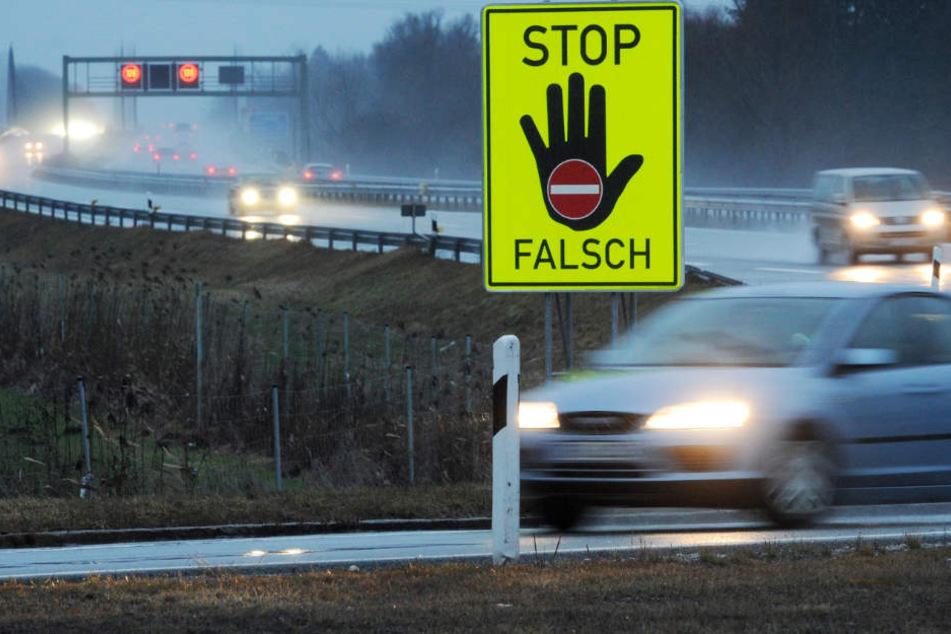 20 Autos kamen dem Mann aus Hövelhof entgegen. (Symbolbild)