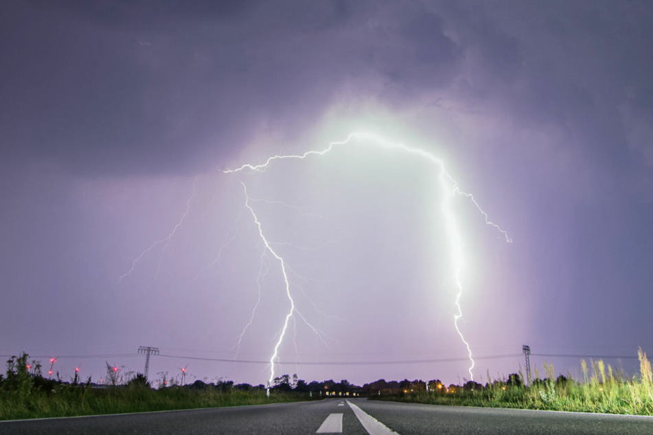 Mit starken Gewittern muss am Sonntagabend in Norddeutschland gerechnet werden.