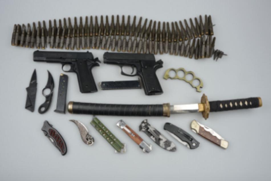 Dieses Waffen wurden im Clubheim sichergestellt.