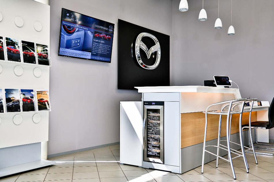 Das ist der moderne Showroom im Autohaus Rausch.