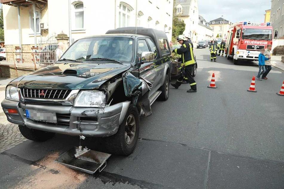 Der Mitsubishi wurde an der linken Seite beschädigt.