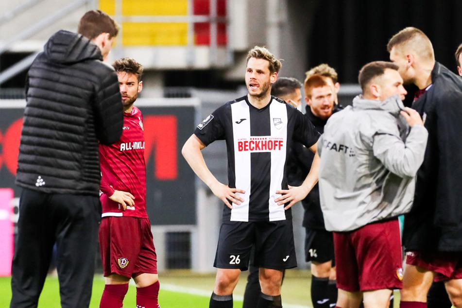 Gegen Dynamo Dresden verzweifelte Justin Eilers (32, 3.v.l.) wie seine Verler Kollegen an SGD-Keeper Kevin Broll (25). So blieb ihm gegen seine alte Liebe ein Tor verwehrt.