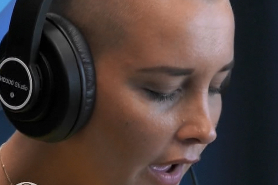 Schräg, schräger, am schrägsten - jetzt singen 'se auch noch... für den guten Zweck! Hier im Bild Michelle (25).