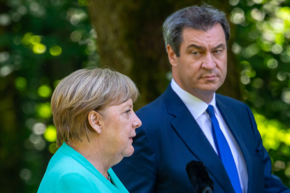 Markus Söder (CSU), Ministerpräsident von Bayern, und Bundeskanzlerin Angela Merkel (CDU) bei einer Pressekonferenz.