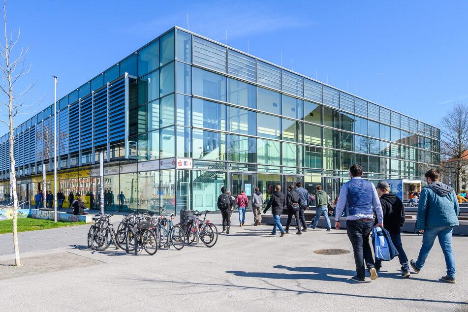 Die Hauptmensa der TU Chemnitz an der Reichenhainer Straße hat seit dem 18. Mai wieder offen (Archivbild).