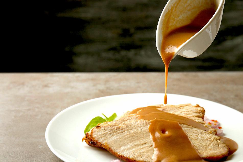 Besonders zu herzhaften Wintergerichten passen selbst gemachte Bratensoßen wunderbar.