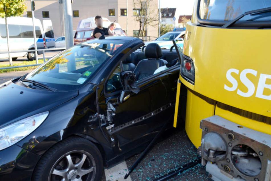Totalschaden: der Peugeot der 26-Jährigen nach dem Unfall.