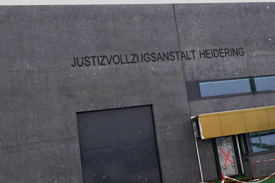 Das Tor zur neuen Justizvollzugsanstalt Heidering in Großbeeren (Brandenburg).