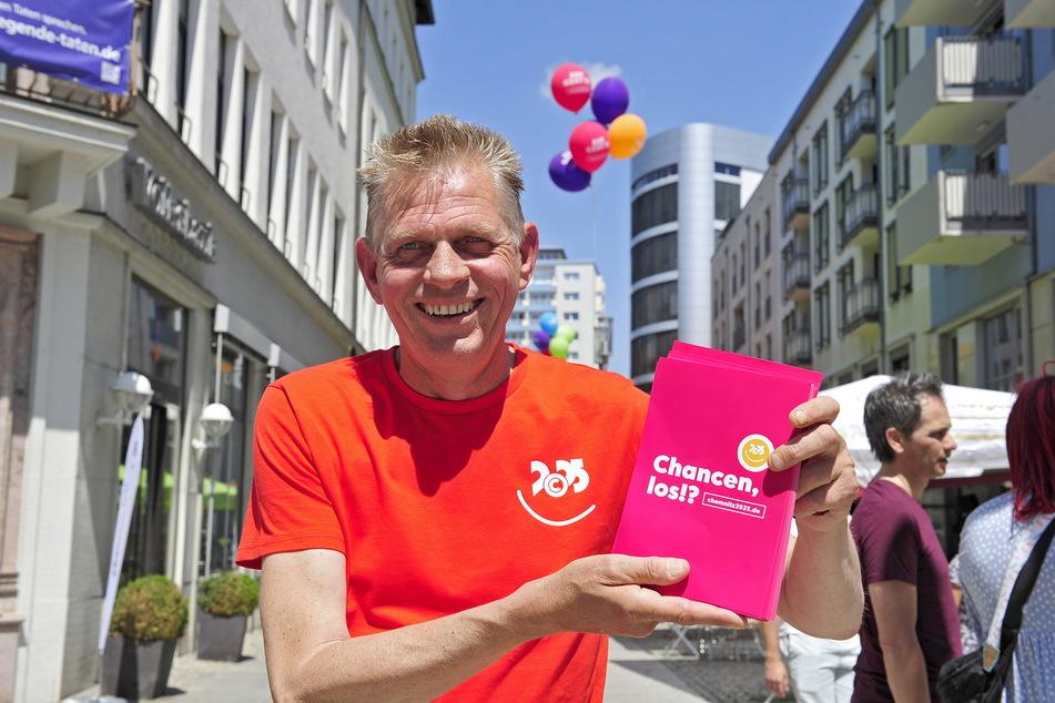 Klaas Dijkstra (56) aus Leeuwarden (Kulturhauptstadt 2018) berichtete von seinen Erfahrungen und verteilte Flugblätter.