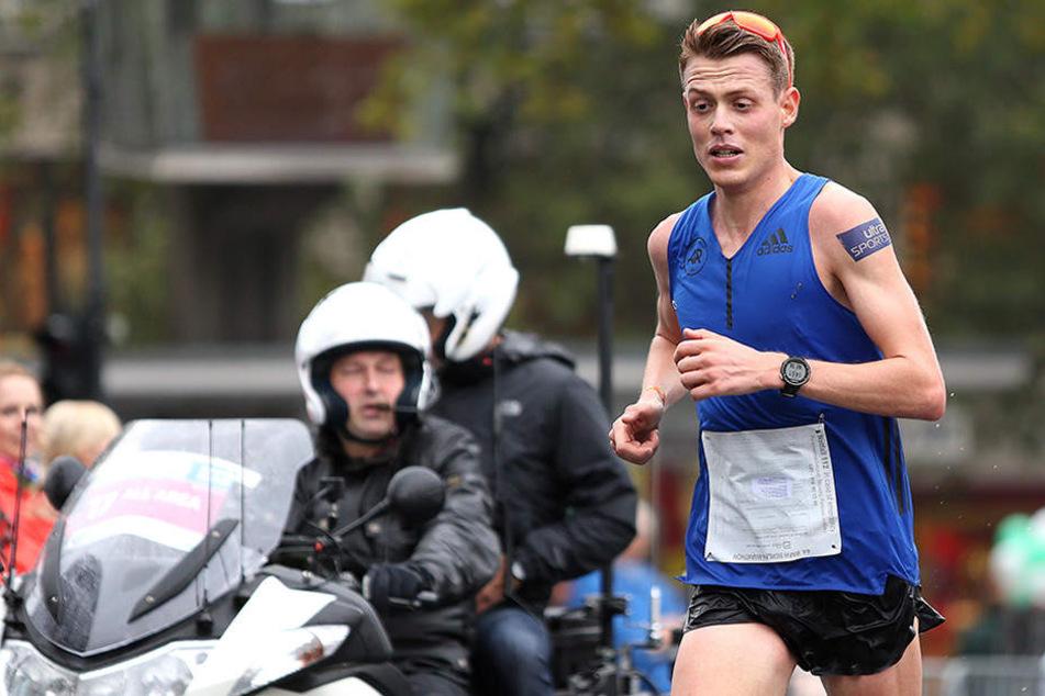 Der 30-jährige Clemens konnte Marathon-Läufer Philipp Pflieger womöglich vor einem schlimmeren Sturz bewahren.